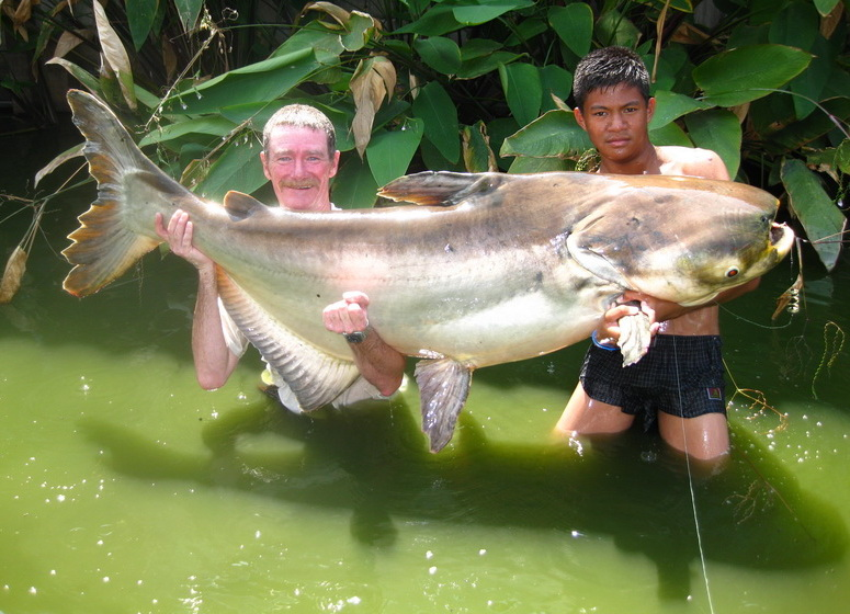 New carp and catfish fishing lake 2 rods megafishingthailand for How to fish for catfish in a lake